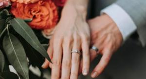 Mësoni sa ta pastroni unazën e martesës në kushte shtëpie